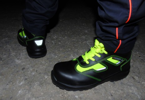 881 yellow hv - SAFETY SHOES - RESCUE