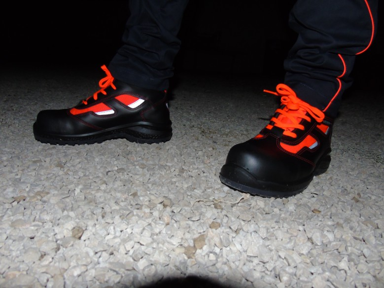 881 red - safety shoes - rescue